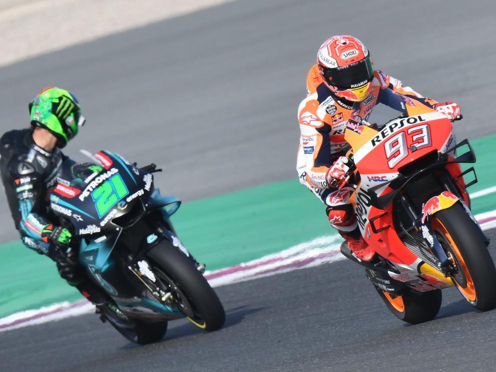El piloto español Marc Marquez (de Repsol) junto al italiano Franco Morbidelli, este sábado, en Catar.