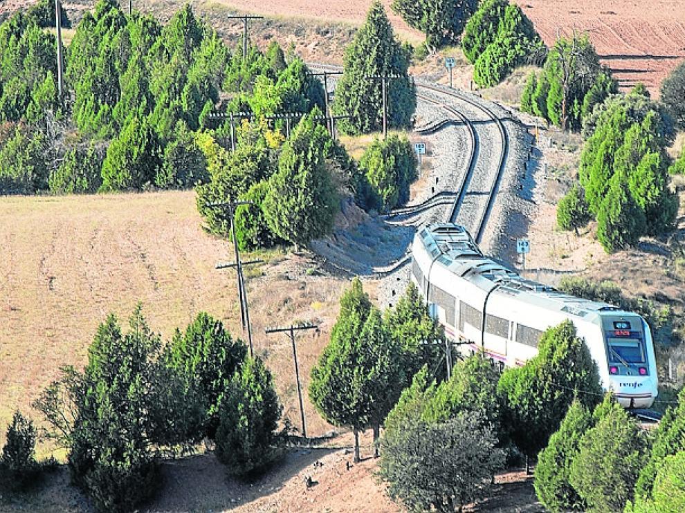tren en las imdeciaciones de Teruel. Foto Antonio Garcia/bykofoto.10/10/18 [[[FOTOGRAFOS]]]