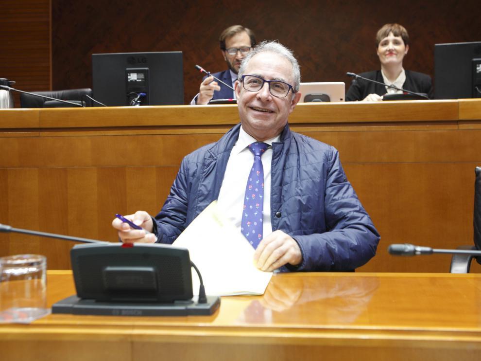 Comparecencia de Fernando Gimeno, este lunes, en la comisión de Hacienda de la Cámara autonómica.