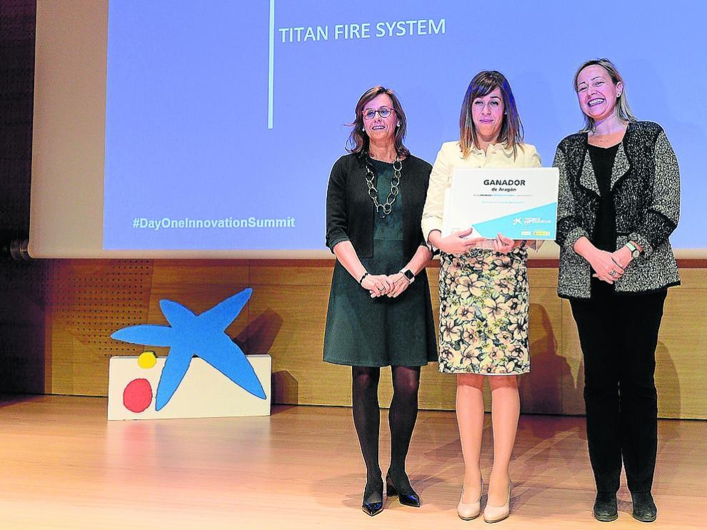 Cristina González Viu, Carolina Vilas (Titan Fire System) y la consejera Marta Gastón.