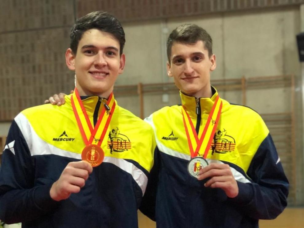 Antonio Artal y Adrián del Río, con las medallas del campeonato de España de taekwondo.