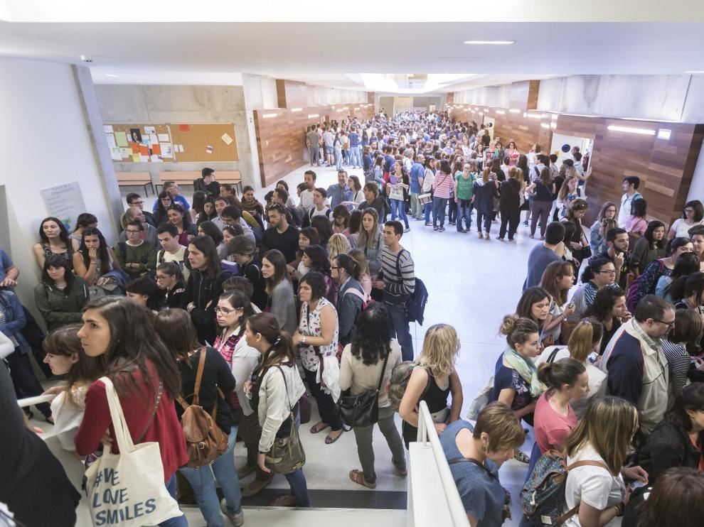 Foto de archivo de las últimas oposiciones de maestros celebradas en Aragón en 2016.