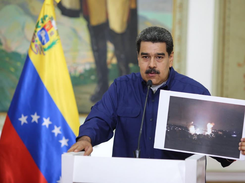 """Maduro dice que en """"próximos días"""" resolverá definitivamente crisis eléctrica"""