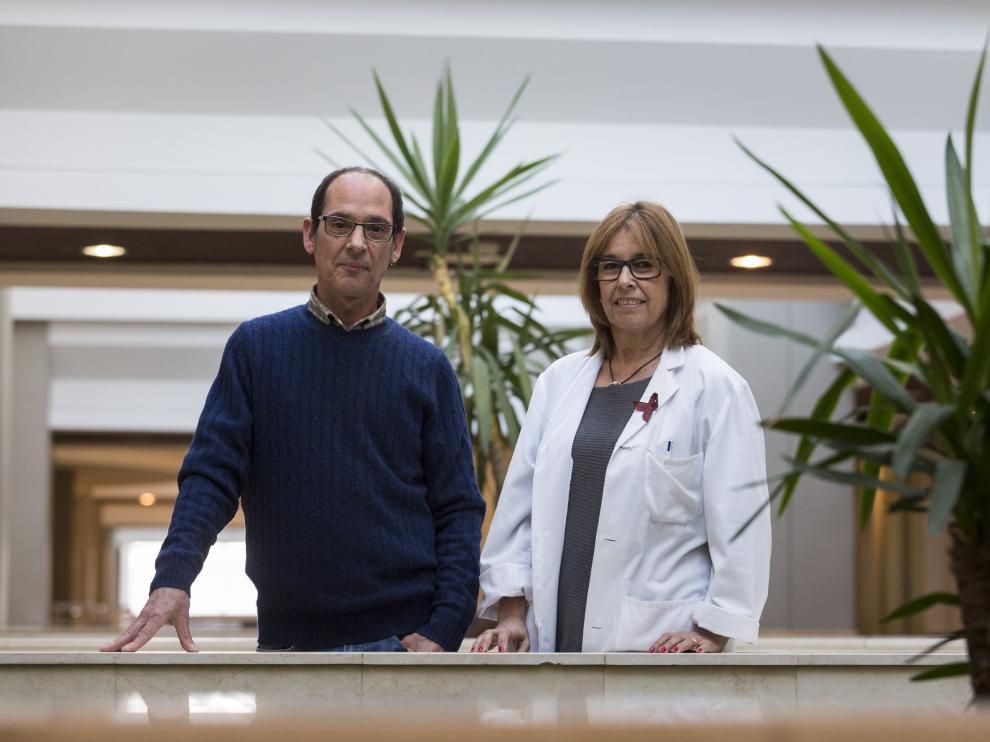Juan Ramón Barrios presidente Omsida Aragón y María José Crusells, médico de Infecciosos del Hospital Clínico