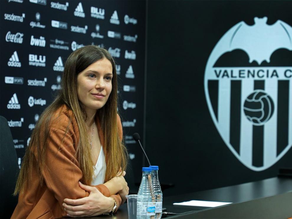 Andrea Esteban en la rueda de prensa de su despedida.