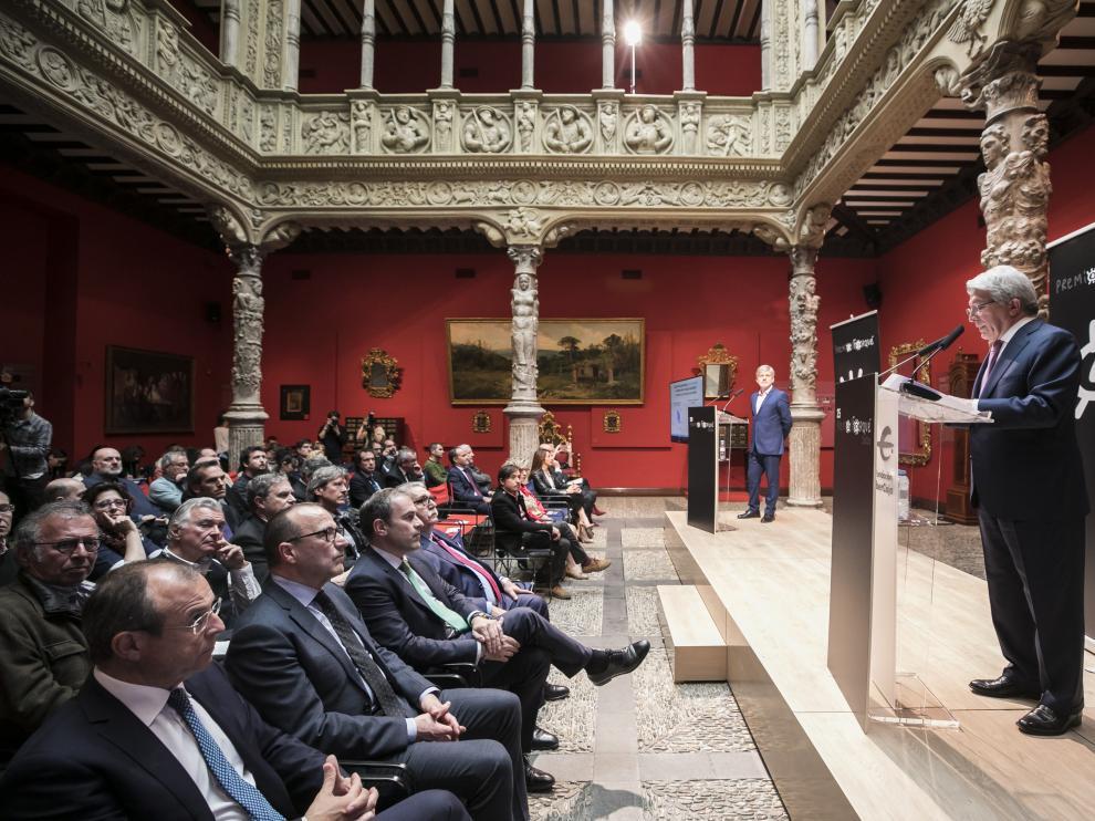 Enrique Cerezo, este jueves, en el Patio de la Infanta de Zaragoza.