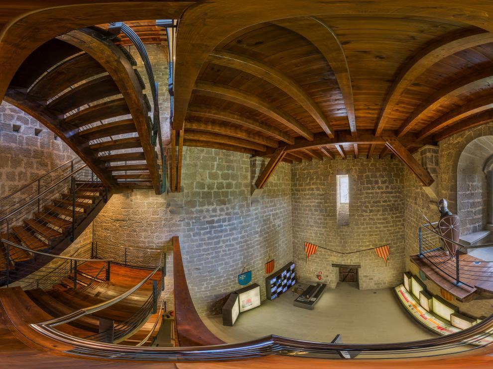 La torre, de estilo gótico, es una de las más hermosas y espectaculares de la toda la comarca de las Cinco Villas.