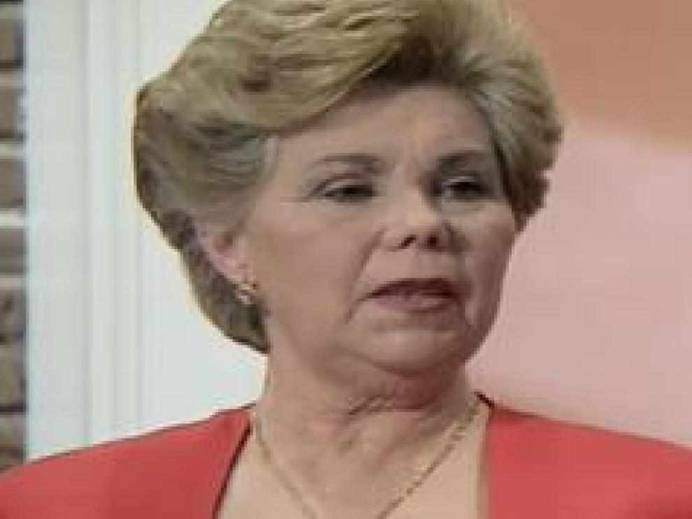 Ana Orantes se casó con 19 años y vivió 40 años de tortura. Su exmarido la asesinó cuando tenía 60 años, la quemó viva en el patio de su casa en la localidad granadina de Cúllar Vega, en 1997. Ahora tiene una calle con su nombre en la capital andaluza.