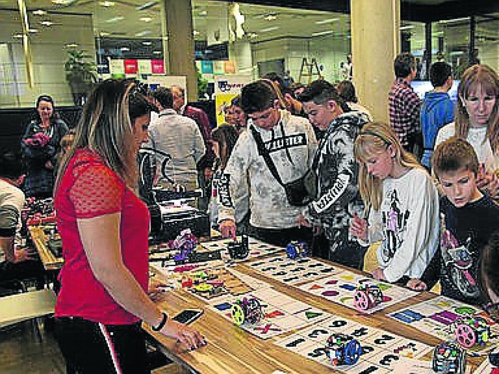 Concursos, talleres y charlas protagonizaron un entretenido Arduino Day en Hiberus Ecosystem.