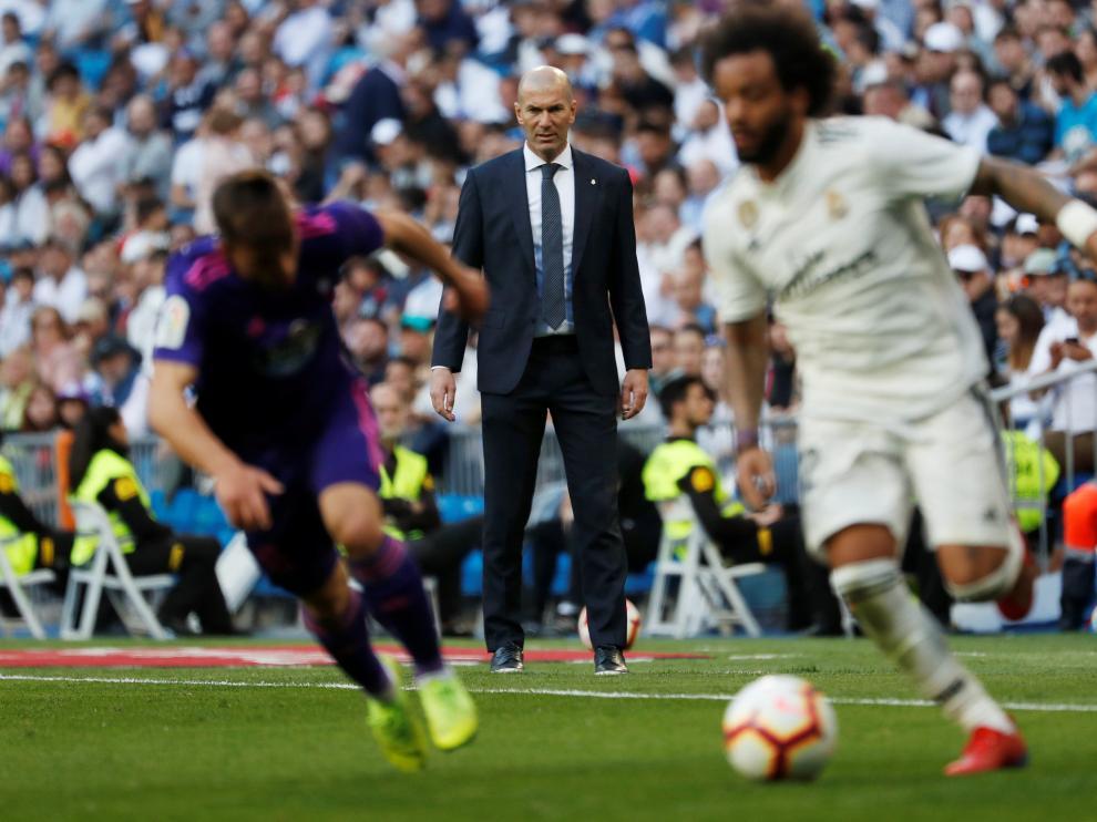 Soccer Football - La Liga Santander - Real Madrid v Celta Vigo - Santiago Bernabeu, Madrid, Spain - March 16, 2019  Real Madrid coach Zinedine Zidane looks on  REUTERS/Susana Vera [[[REUTERS VOCENTO]]] SOCCER-SPAIN-MAD-CLV/
