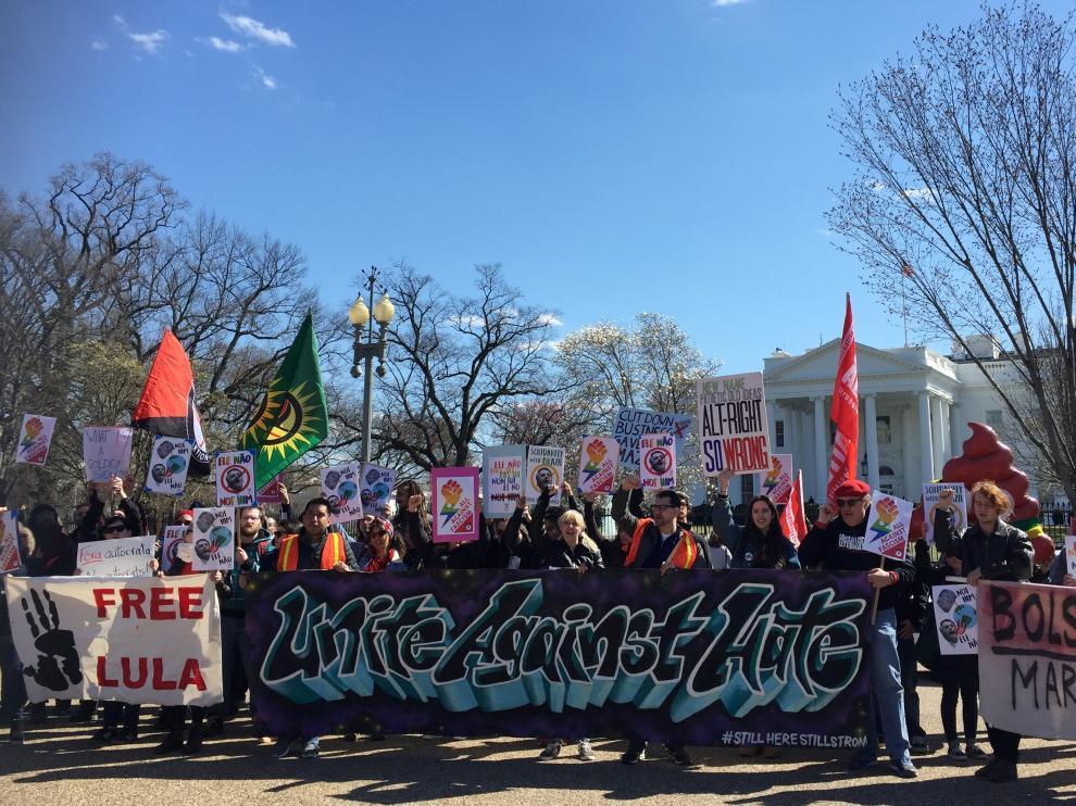 Protestas frente a la Casa Blanca por la visita del presidente brasileño, Jair Bolsonaro.