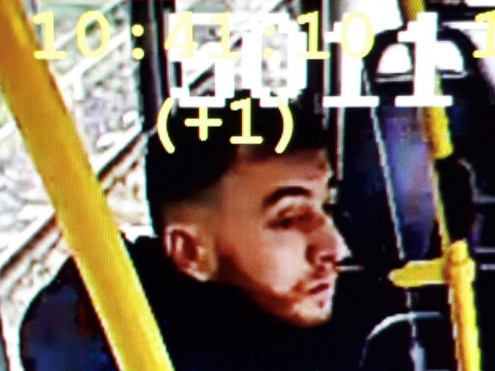 Handout still image taken from CCTV footage shows a man who has been named as a suspect in Monday's shooting in Utrecht, Netherlands, in a still image from CCTV footage released by the Utrecht Police on March 18, 2019 REUTERS/Utrecht Police/Handout via Reuters ATTENTION EDITORS - THIS PICTURE WAS PROVIDED BY A THIRD PARTY. REUTERS IS UNABLE TO INDEPENDENTLY VERIFY THE AUTHENTICITY, CONTENT, LOCATION OR DATE OF THIS IMAGE. THIS PICTURE IS DISTRIBUTED EXACTLY AS RECEIVED BY REUTERS, AS A SERVICE TO CLIENTS. EDITORIAL USE ONLY. NOT FOR SALE FOR MARKETING OR ADVERTISING CAMPAIGNS [[[REUTERS VOCENTO]]]