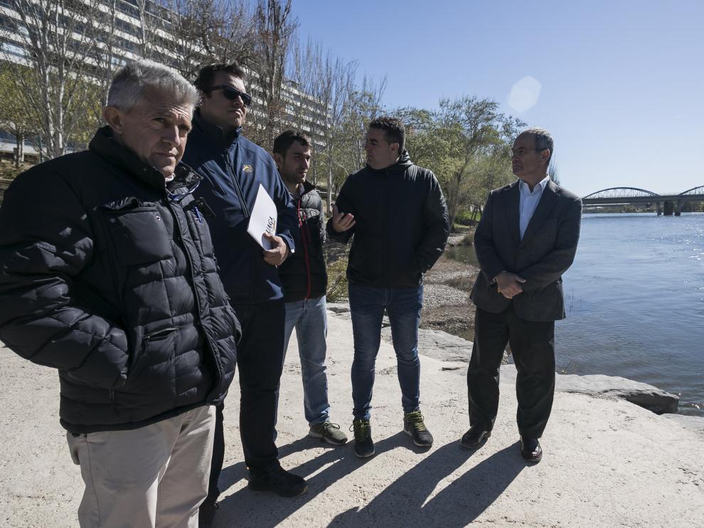 Samper, Alcubierre, Valero, Roche y Gómez, ayer en la ribera del Ebro en Zaragoza