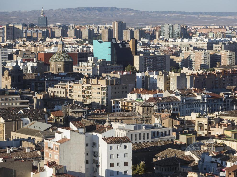 Vistas aéreas de Zaragoza desde la torre de Nuestra Señora del Pilar, la más próxima al Ayuntamieto y a la plaza / 10-10-2016 / Foto: José Miguel Marco