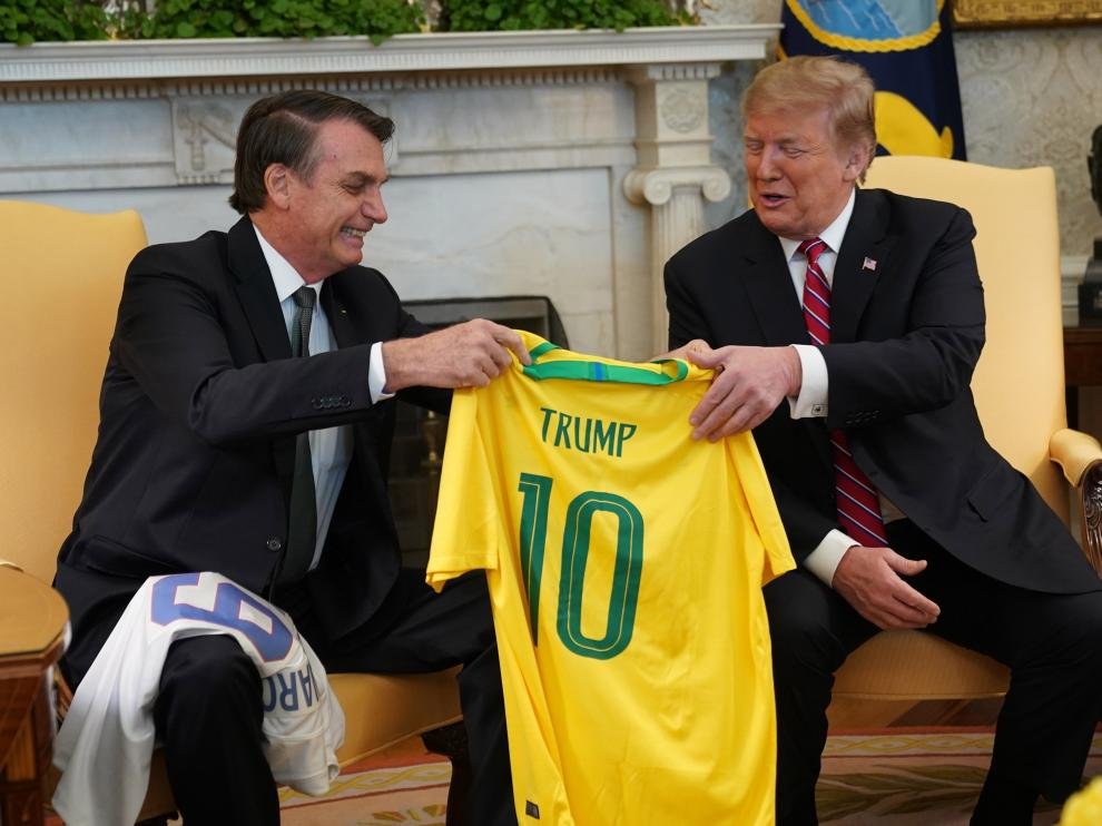 Bolsonaro y Trump camisetas fútbol