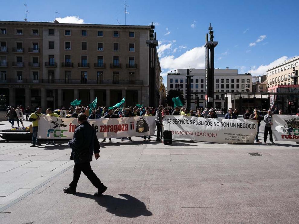 Protesta de los trabajadores de Parques y Jardines ante el Ayuntamiento.