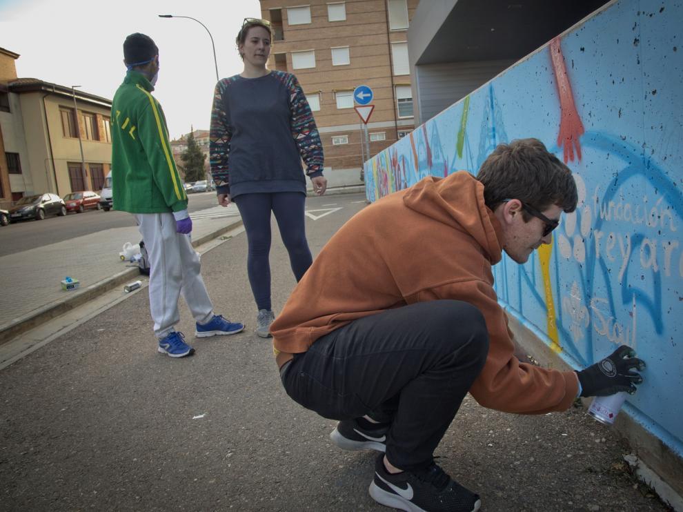 Crean un grafiti por la integración en la estación de autobuses de Calatayud