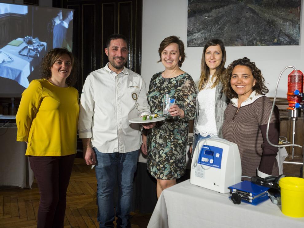 Laura Usón, David Boldova, Reyes Mallada, Isabel Ortiz y Marta Jiménez presentaron las nanotapas.