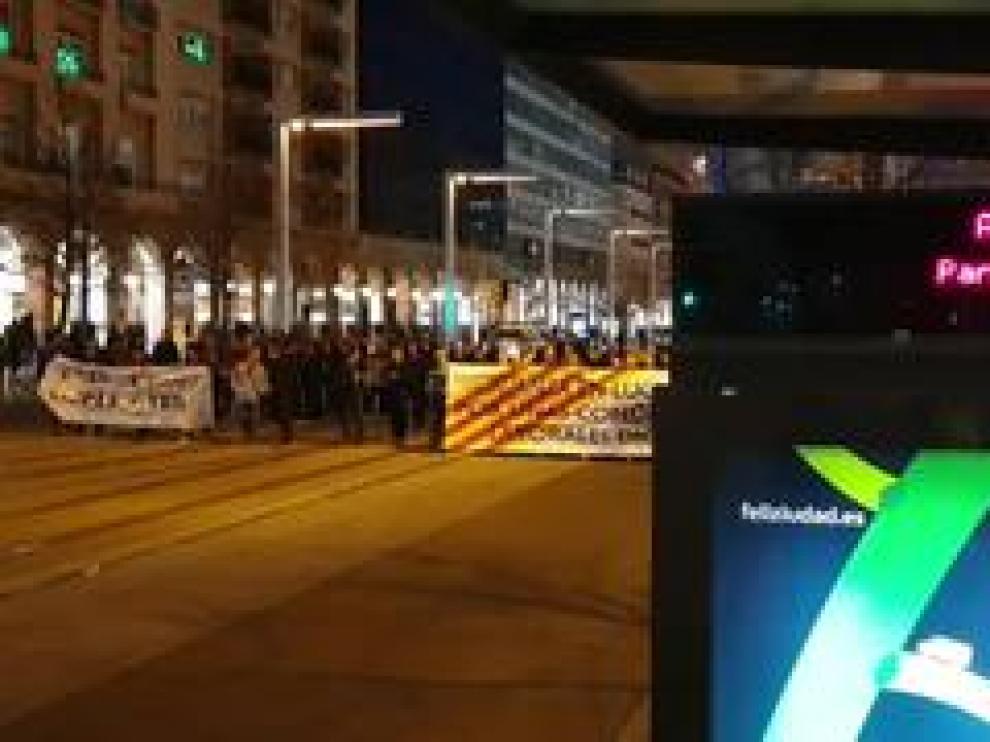Los trabajadores de Auzsa se manifiestan desde la Plaza de España hasta la Plaza de Aragón.