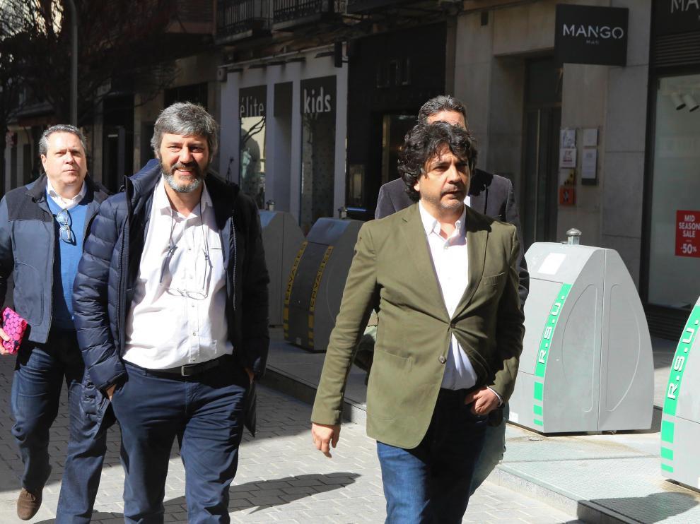Mario Garcés, en primer término, este miércoles en el Coso de Huesca.