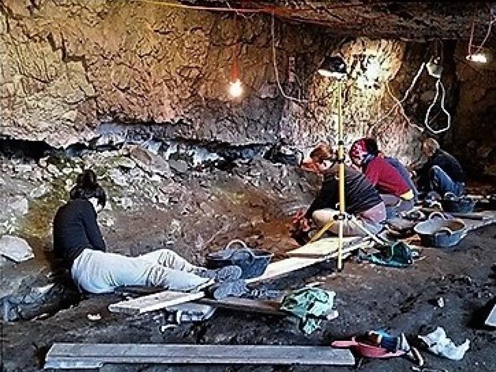Participantes en la campaña de arqueología en Sobrarbe