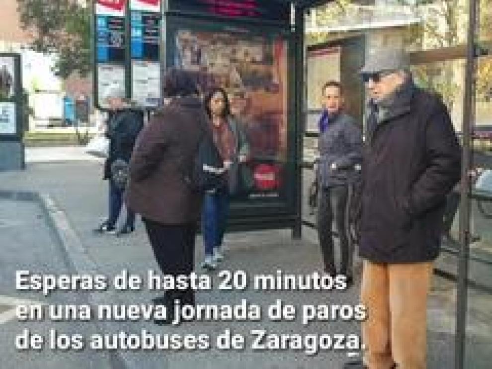 Los autobuses urbanos de Zaragoza han comenzado este viernes una nueva jornada de paros por la mañana que han causado esperas de hasta 20 minutos en algunas líneas.