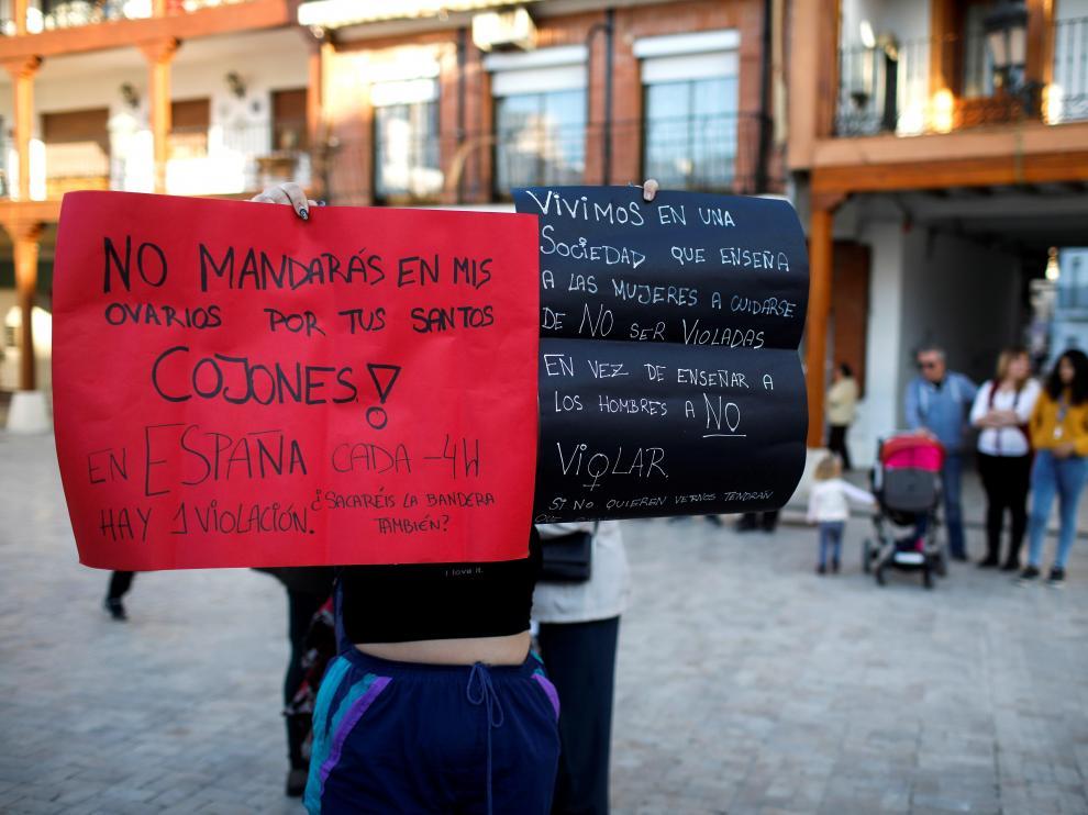 Concentración de repulsa por la agresión sexual a una joven en Ciempozuelos (Madrid).