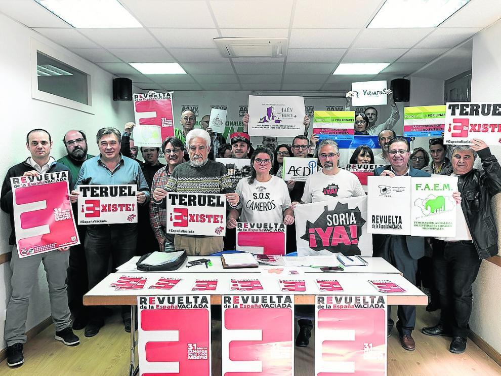 Delegados de Teruel Existe y otras plataformas convocantes, en la rueda de prensa de Madrid.