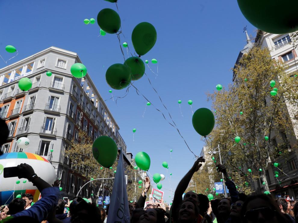 Centenares de personas se concentran en Madrid para mostrar su apoyo a la vida.