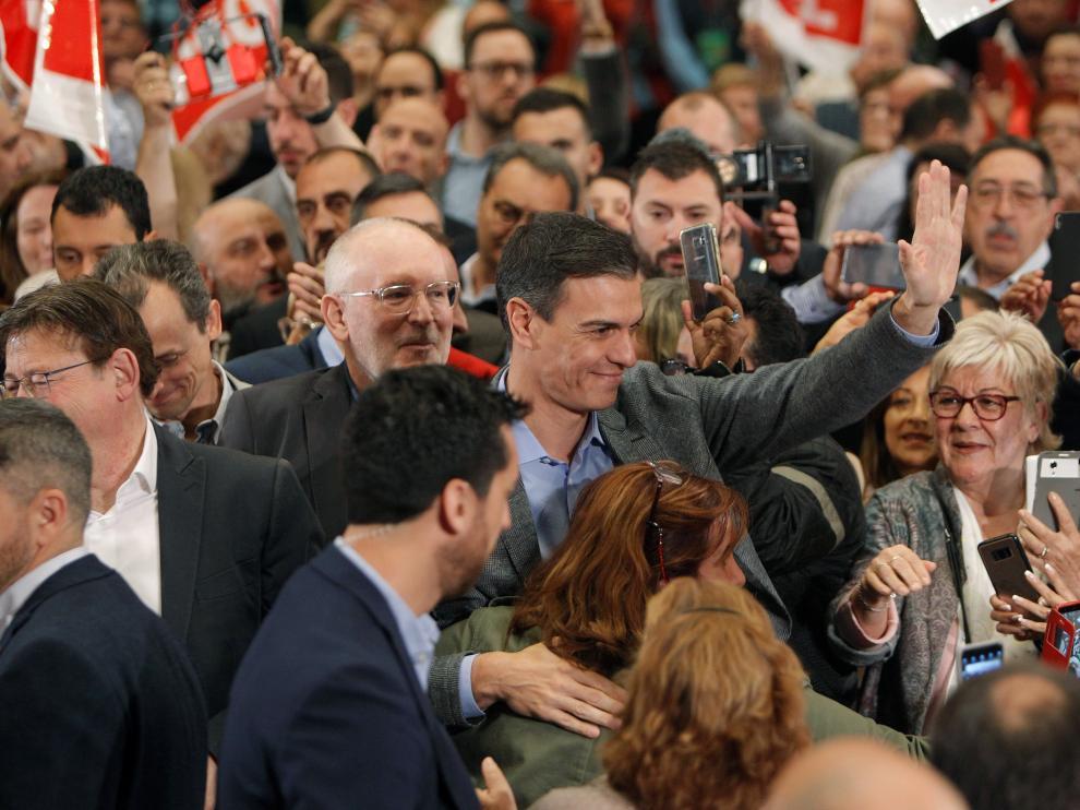 el PSOE lograría 37 diputados más, el PP perdería 76 y Ciudadanos ganaría 23.