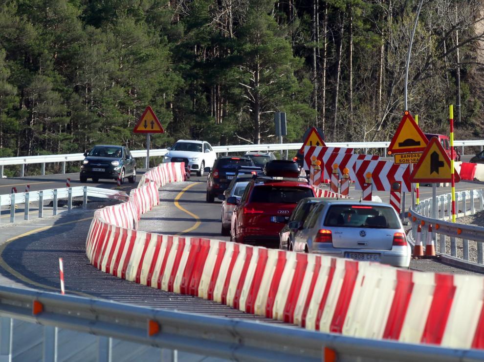 En Arguis, la autovía pasa a ser una carretera convencional durante 2,3 km hasta que acaben las obras.
