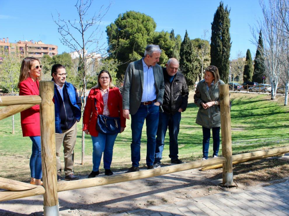 Jorge Azcón, en su visita al parque de Torre Ramona.