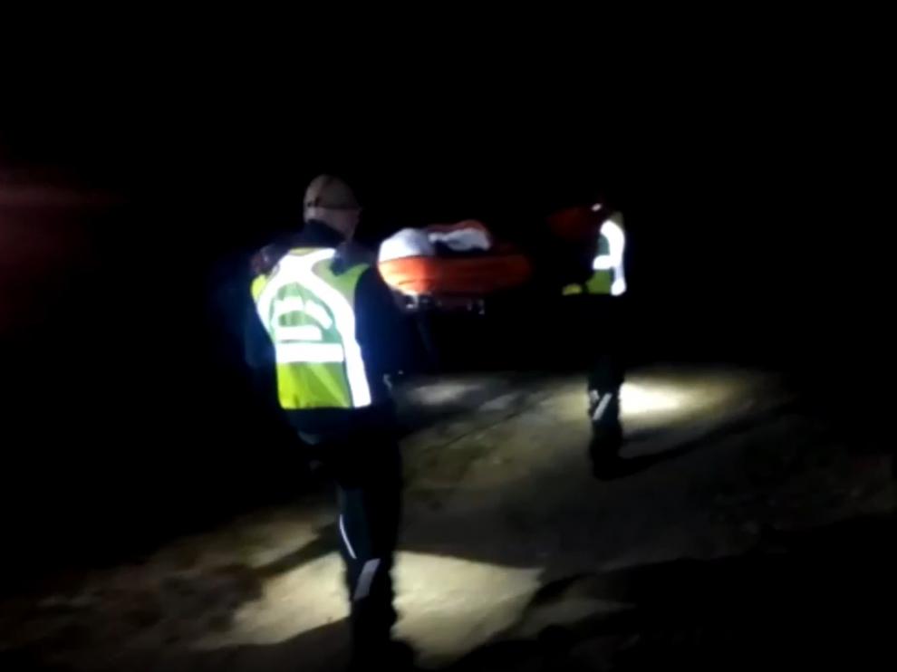 La operación de rescate se alargó hasta la noche.