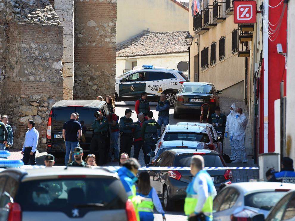 La mujer asesinada trabajaba en un supermercado al lado de su casa