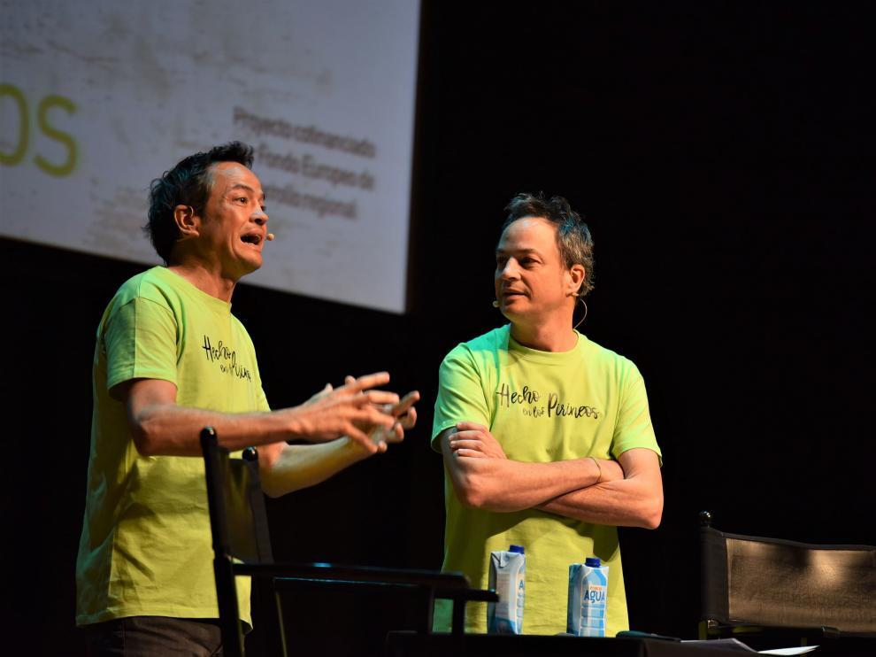 Los hermanos Torres durante su ponencia en el congreso de Huesca.