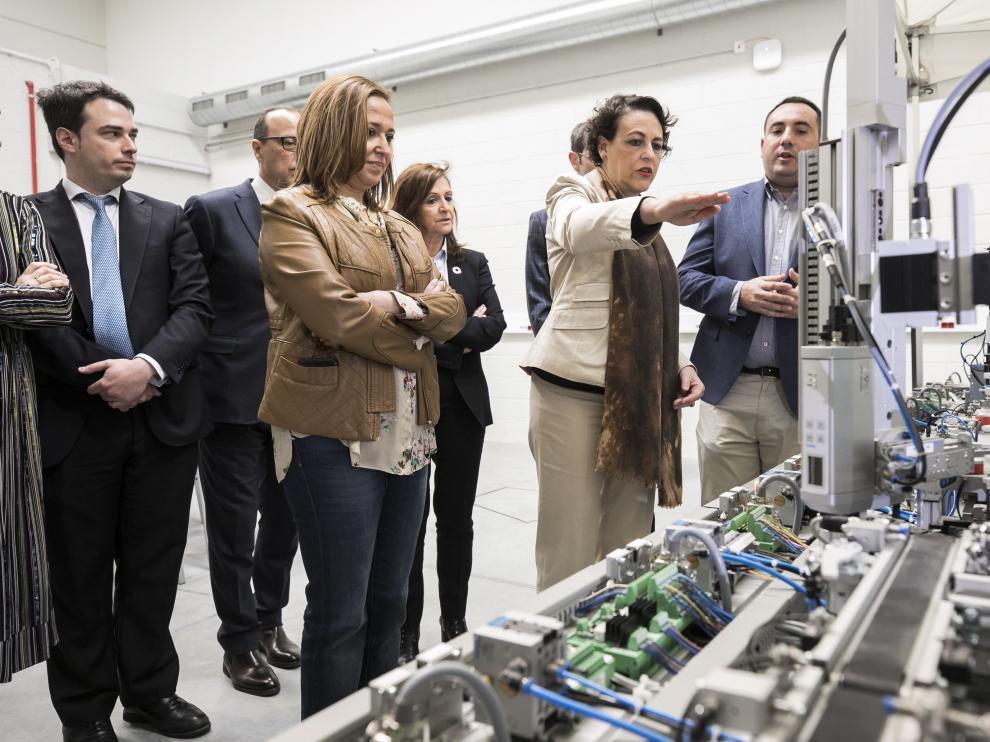 Mayte Pérez y Magdalena Valerio en su visita a las instalaciones del Cifpa, en Plaza.