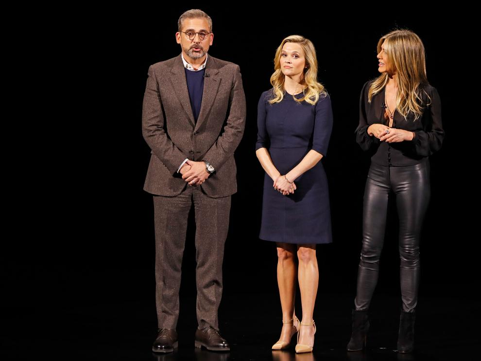 Steve Carrell, Reese Witherspoon y Jennifer Aniston, presentando su serie 'The morning show', ayer en la sede de Apple.
