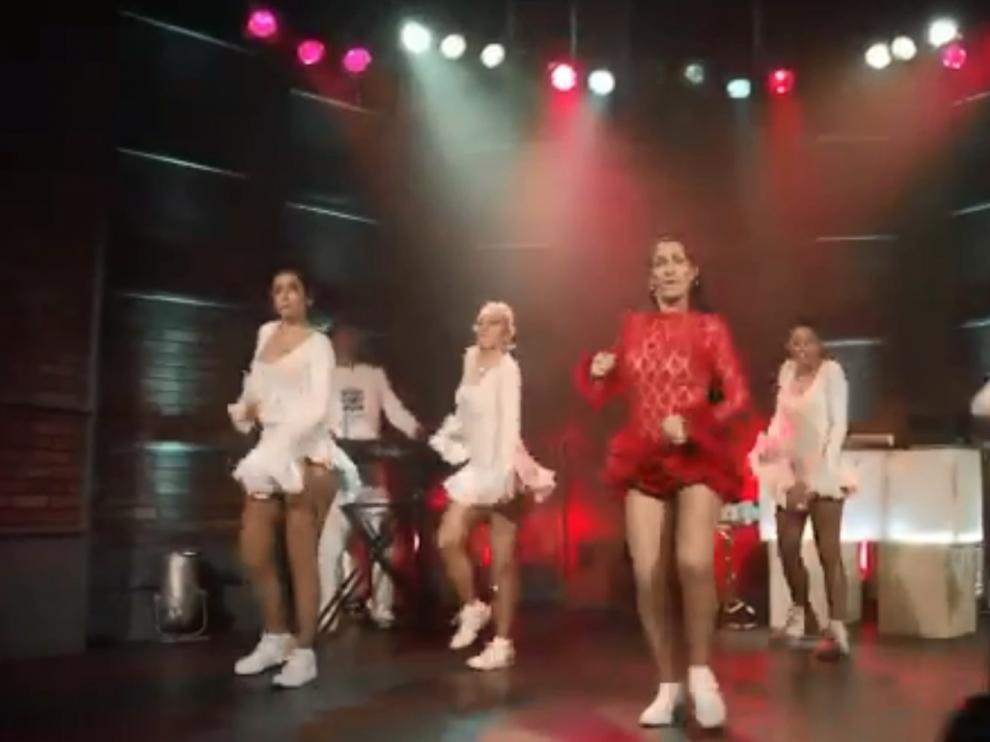 Un momento del videoclip de la parodia 'Patinete'.