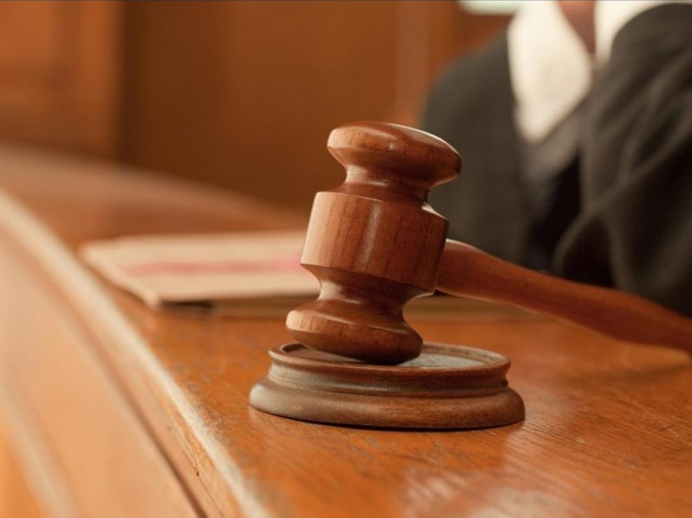 Condenada a 40 años por obligar a sus 3 hijos menores a tener relaciones con un hombre por dinero