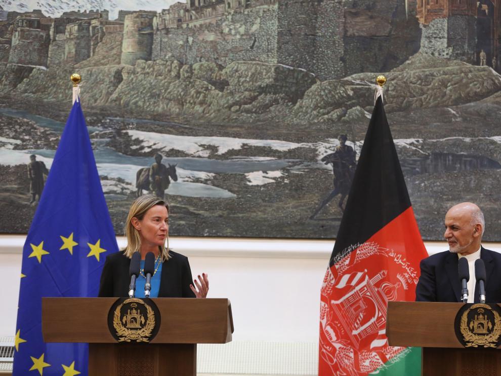 Federica Mogherini y Ashraf Ghani en rueda de prensa.