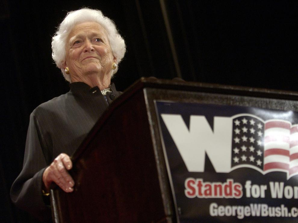 "Barbara Bush, mother of the current president and former first lady, speaks at the Waldorf Astoria hotel in New York on August 30, 2004, during the Republican National Convention's ""W Stands for Women"" rally.  The group reminded party faithful of US President George W. Bush's record for women's rights.  REUTERS/Chip East CAMPAIGN"