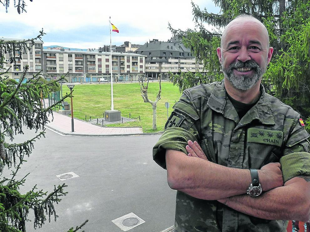 El coronel Chaín, en la Escuela Militar de Jaca que él dirige.