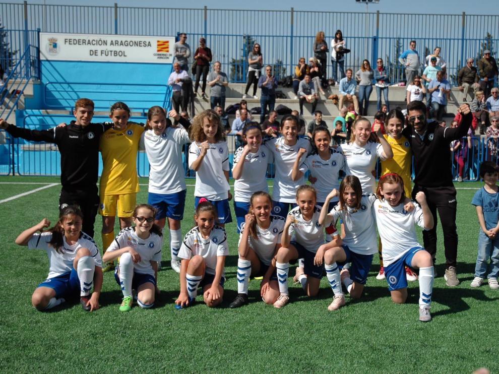El equipo alevín de fútbol 8 del Zaragoza CFF.