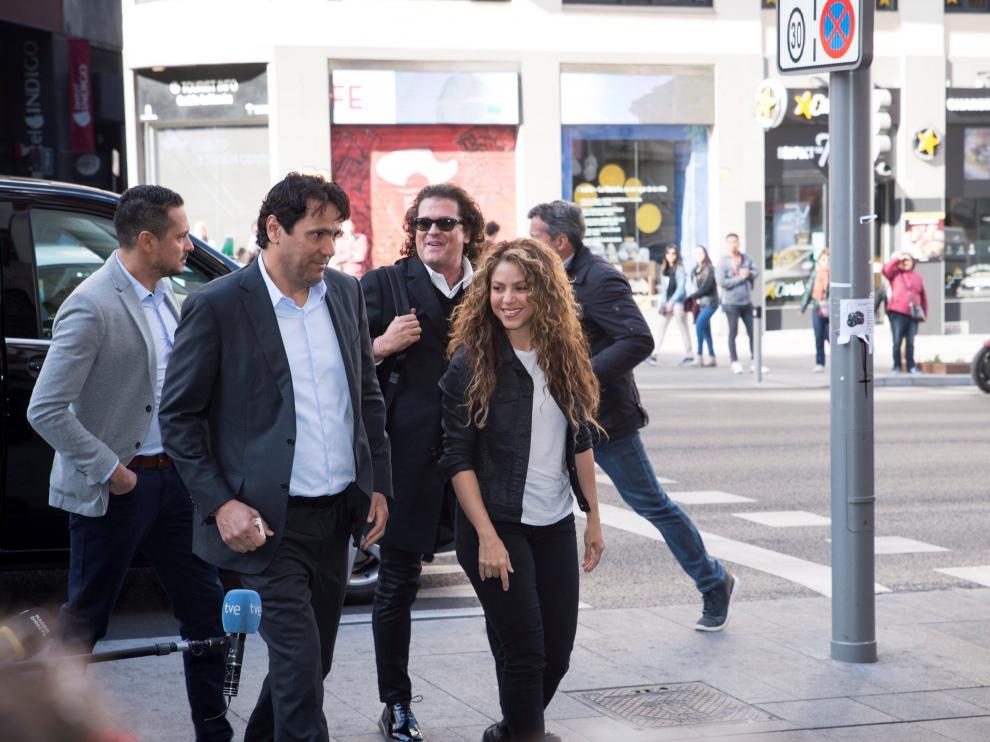Shakira y Carlos Vives declaran tras ser acusados de plagio por 'La bicicleta'.