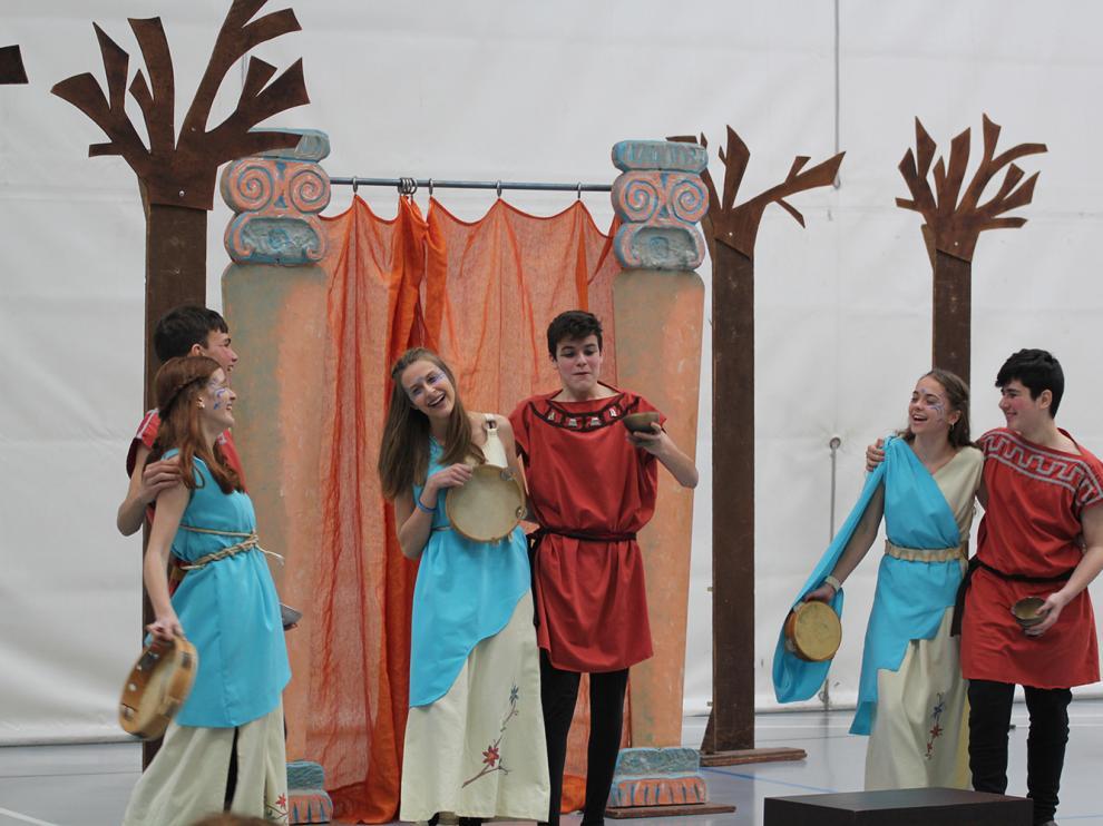 Los actores de Clásicos Luna, en una escena de 'La comedia de las apariciones'.