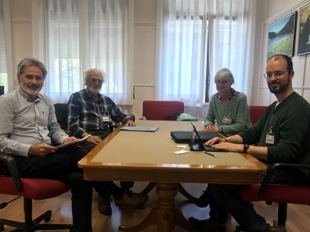 Reunión de los representantes de la Plataforma Loporzano sin ganadería intensiva con la CHE
