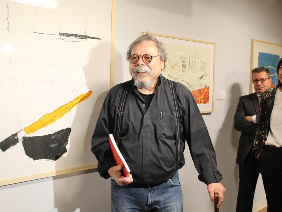 Alberto Corazón, ayer, delante de una de sus obras.