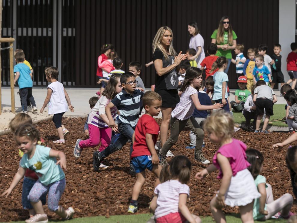 El colegio Arcosur tendrá el año próximo cinco aulas con 25 niños y una con 26. En la foto, inauguración del centro el mayo del pasado año