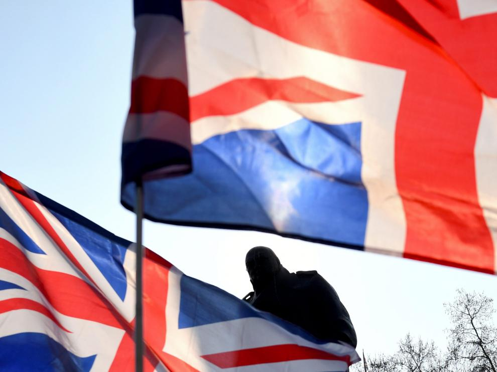 British flags fly near the Winston Churchill statue outside the Houses of Parliament during a pro-Brexit protest in London, Britain, March 29, 2019. REUTERS/Dylan Martinez [[[REUTERS VOCENTO]]] BRITAIN-EU/MARCH