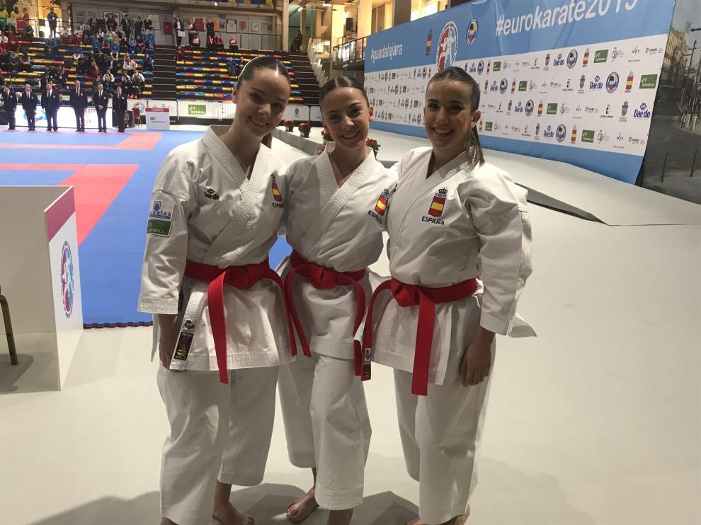 Marta Vega, Lidia Rodríguez y Raquel Roy, tras clasificarse para la final de kata equipos